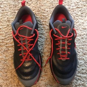 Gently used Men's Athletic Shoe!
